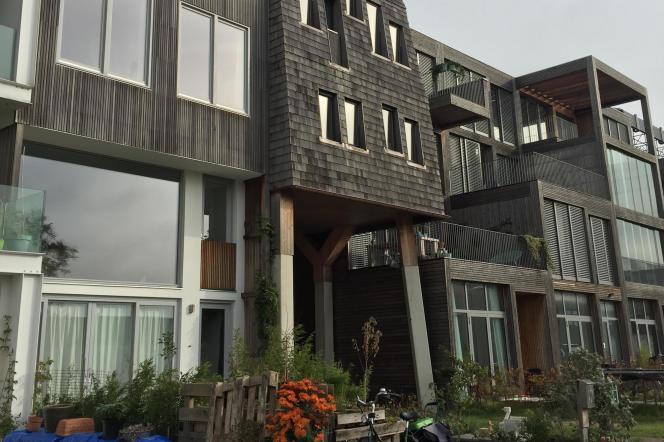 Des maisons autoconstruites par les résidents.