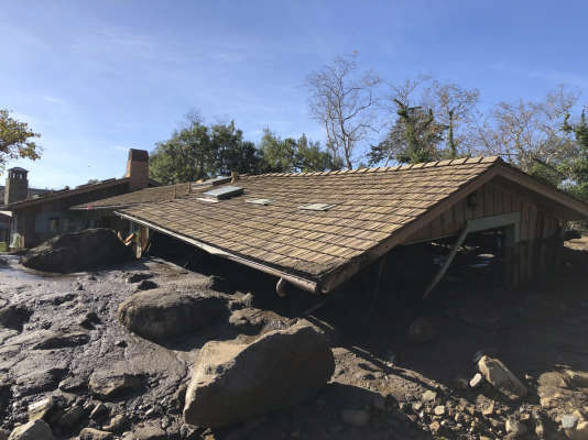 Les coulées de boue du 10 janvier ont enseveli certaines maisons jusqu'au niveau de la gouttière, à Montecito, dans le sud de la Californie.