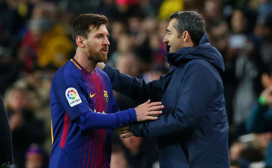 Lionel Messi avec son entraîneur Ernesto Valverde lors d'un match de Coupe du Roi face au Celta Vigo,le 11 janvier, à Barcelone.