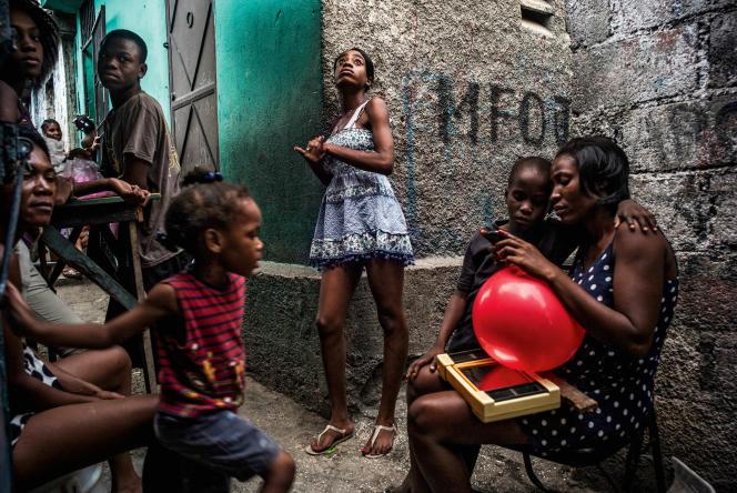 Port au Prince, Haiti. Neighbours in a lane