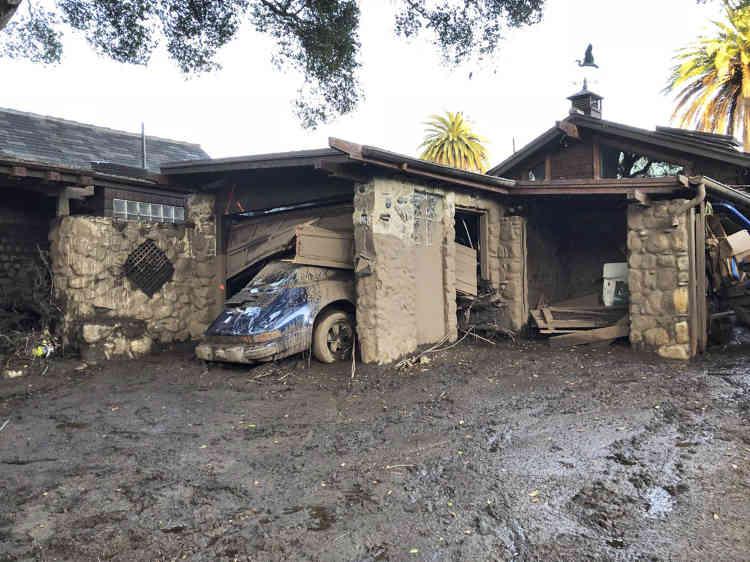 Les coulées de boue ont renversé des arbres, balayé des voitures et dévasté des zones résidentielles huppées.