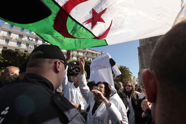 Des jeunes médecins, qui voulaient manifester à Alger contre leurs mauvaises conditions de travail, ont été blessés par les forces de l'ordre. (Image d'archive).