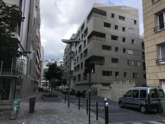 «A Paris, la tendance haussière est appelée à se prolonger au moins jusqu'en avril 2018, où l'on attend un prix au m² aux alentours de 9 300 euros, en hausse de 9 % sur un an» (Photo: immeubles à Paris, dans le 17e arrondissement).