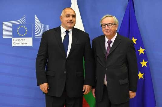 Le premier ministre bulgare, Boïko Borissov (à gauche), au côté du président de la Commission européenne, Jean-Claude Juncker, à Bruxelles, en novembre 2017.