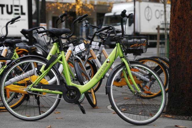 Un Gobee bike à Paris, le 18 novembre 2017.