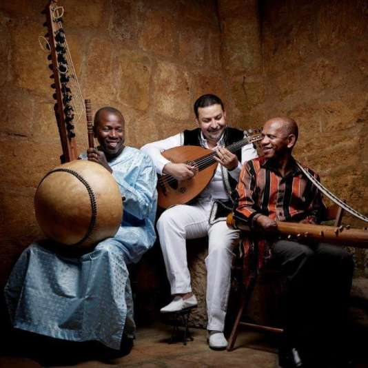 Le trio 3MA, le Malien Ballaké Sissoko (kora), le Marocain Driss El Maloumi (oud) et le Malgache Rajery (valhlila).