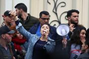 Une étudiante lors de manifestations contre la hausse des prix et des impôts à Tunis, le 9 janvier 2018.