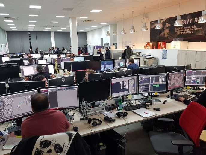 L'open space de Quantic Dream, au second étage. Les salariés qui le souhaitent finissent régulièrement après 22 heures, encouragés par la direction.
