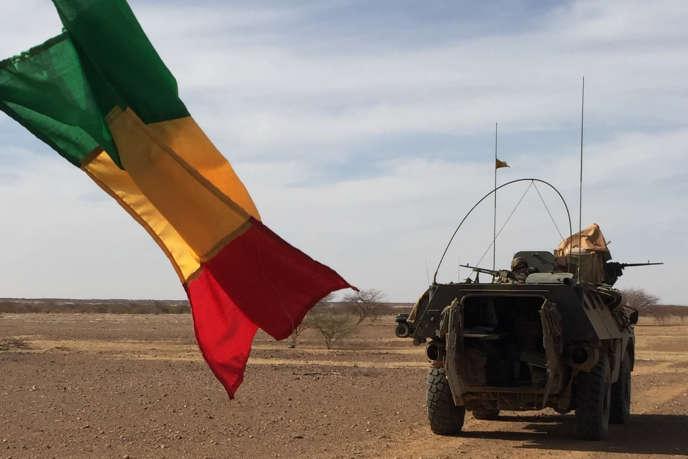 Un véhicule de l'avant blindé de la force française « Barkhane» dans le centre du Mali en 2017.