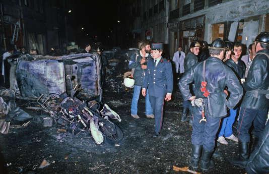 Le 3 octobre 1980, sur les lieux de l'attentat à la bombe de la rue Copernic à Paris.