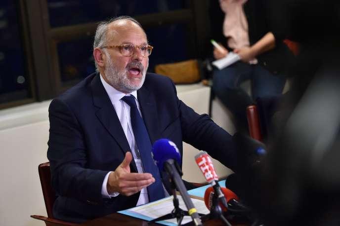 Le porte-parole de Lactalis Michel Nalet donne une conférence de presse, le 11 janvier à Paris, sur la crise liée à la contamination de laits infantiles par des salmonelles.