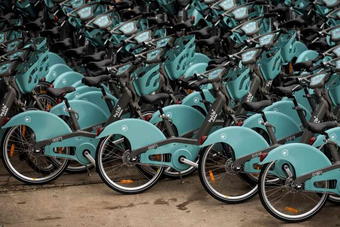 Les nouveaux Vélib' stationnés dans une station d'Alfortville, en banlieue parisienne, le 12 janvier.