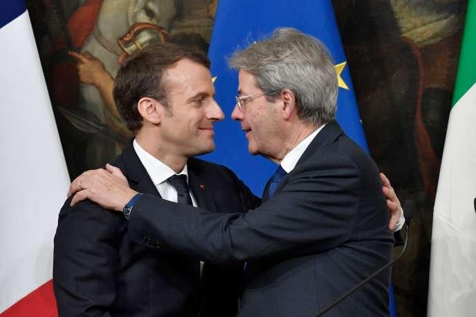 Emmanuel Macron et le président du Conseil des ministres d'Italie,Paolo Gentiloni, à Rome, le 11 janvier.