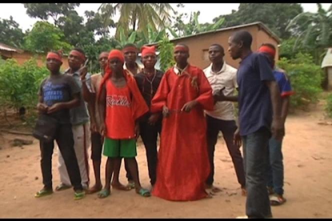 Miliciens Kamwina Sapu au Kasaï, le 21 mars 2017 (extrait d'une vidéo vérifiée par RFI).