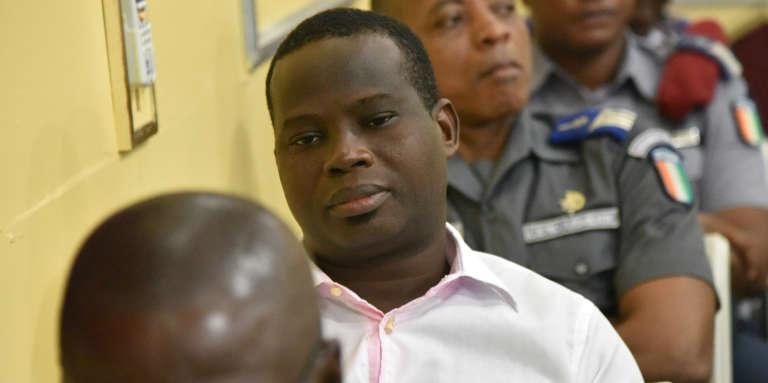 Le commandant Jean-Noël Abéhi (au centre), à l'ouverture de son procès au quartier général de l'armée pour« désertion et complot», en juin 2015 à Abidjan.