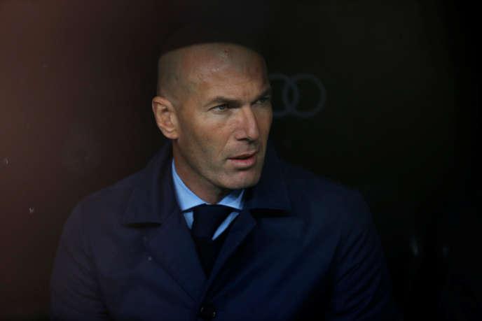 Zinedine Zidane sur le banc du Real Madrid face à Villarreal, en Liga, le 13 janvier 2018.