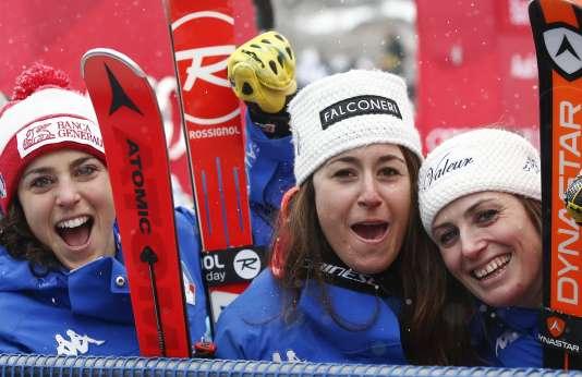 Federica Brignone, Sofia Goggia et Nadia Fanchini célèbrent leur podium à Bad Kleinkirchheim, en Autriche, le 14janvier 2018.