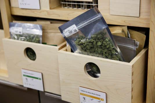 Dans un dispensaire à marijuana, à Oakland en Californie.
