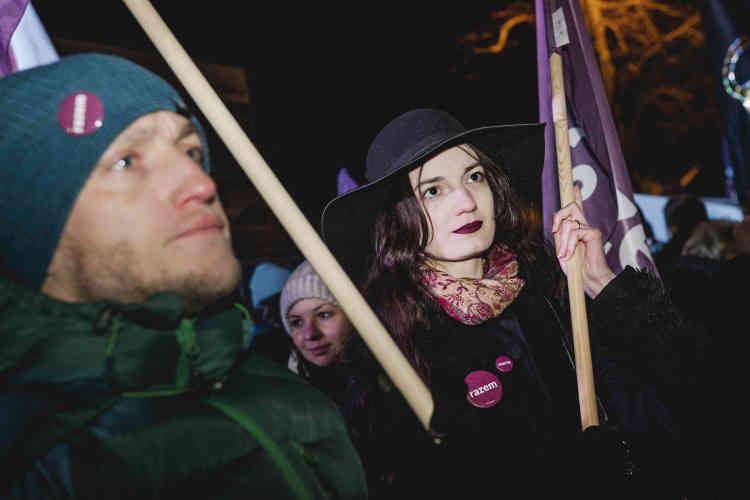 Zofia, 20 ans : « Je ne veux pas qu'on restreigne mes droits. Décider de ce que l'on fait de son corps et de sa santé est un droit essentiel. La femme doit être la seule à décider de sa grossesse. Je veux que notre loi soit moderne, comme dans la plupart des pays européens. Je ne veux pas que la Pologne devienne un second Salvador où les femmes son condamnées même pour une fausse couche. »