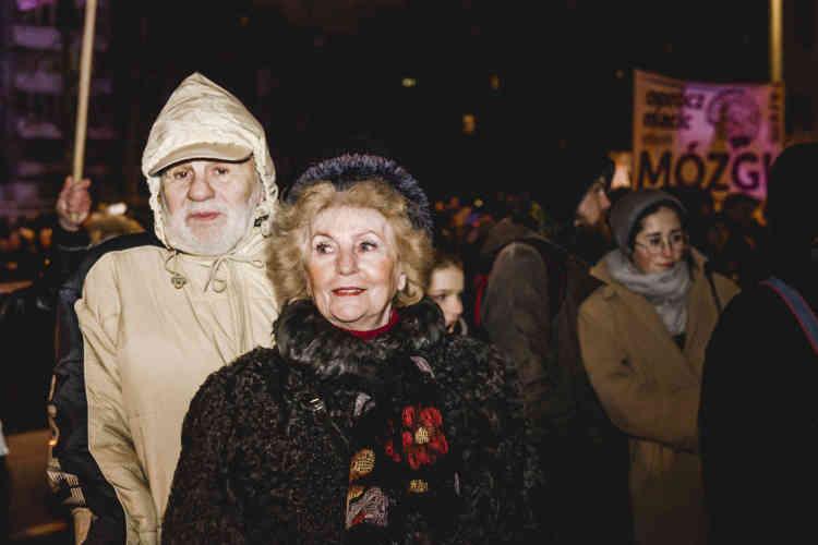 Janina, 79 ans : « Nous sommes là car personne ne peut décider de la conscience des femmes. »Romuald, 88 ans : « Je suis gynécologue, et je ne peux comprendre ceux qui ne viennent pas en aide à leurs patientes.»