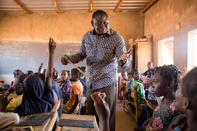 Maxime Sou dans sa classe de CE2, à Bobo-Dioulasso.