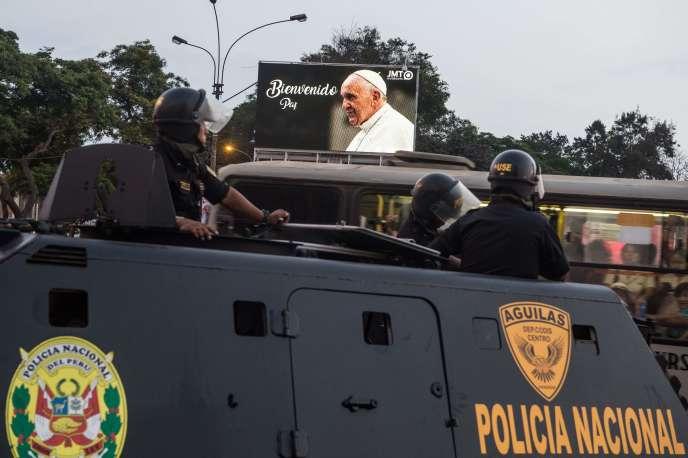 Dès le 13 janvier, d'importantes forces de sécurité ont été déployées à Lima en prévision de la visite du pape François.