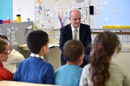 Jean-Michel Blanquer en visite dans une école de Toulouse fin novembre.