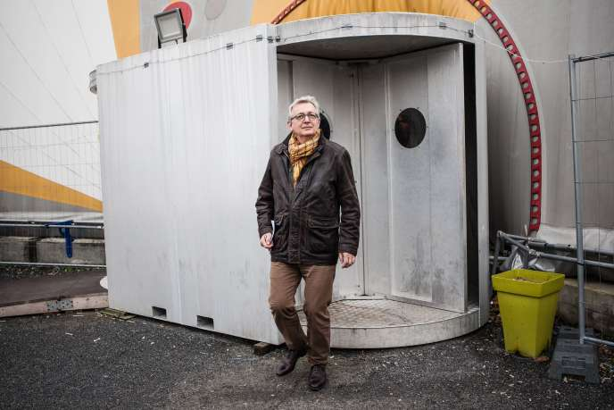 Pierre Laurent aucentre humanitaire porte de LaChapelle, àParis, le9janvier.