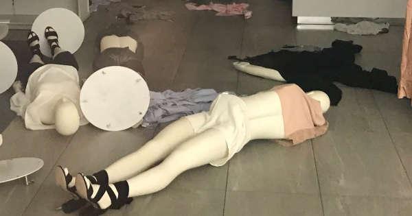 des magasins h m vandalis s en afrique du sud apr s une publicit raciste. Black Bedroom Furniture Sets. Home Design Ideas