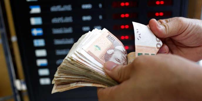 Le dirham est désormais autorisé à fluctuer de 2,5% au dessus ou en dessous d'un cours pivot fixé vis-à-vis d'un panier de devises.