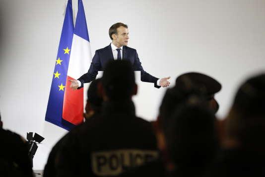 Le chef de l'Etat, Emmanuel Macron, durant son discours à la gendarmerie de Calais, le 16janvier.