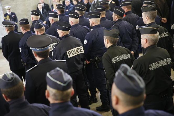 Durant son discours dEmmanuel Macron à la gendarmerie de Calais, le 16 janvier.