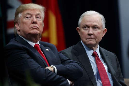 Lors d'une audition publique au Sénat en juin2017, M.Sessions avait dénoncé comme un «mensonge détestable» l'idée qu'il aurait pu être de connivence avec le gouvernement russe.