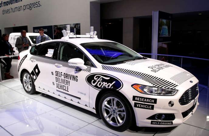 « Le véhicule autonome n'aura pas d'effet bénéfique sur la pollution locale et le bruit s'il n'est pas électrique mais aussi partagé» (Photo: véhicule autonome Ford, salon de l'automobile de Detroit, le 16 janvier).