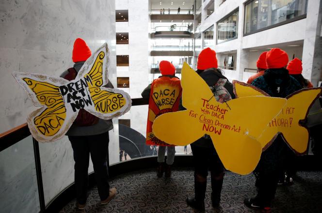 Des manifestants en faveur d'un plan pour permettre aux « Dreamers » de rester aux Etats-Unis, le 16 janvier, au Capitole à Washington.