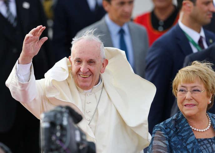 Le pape François arrive à Santiago du Chili, le 15janvier.