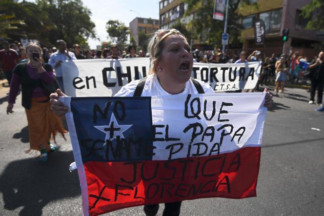 Manifestation contre la visite du pape François, à Santiago du Chili, le 16 janvier.