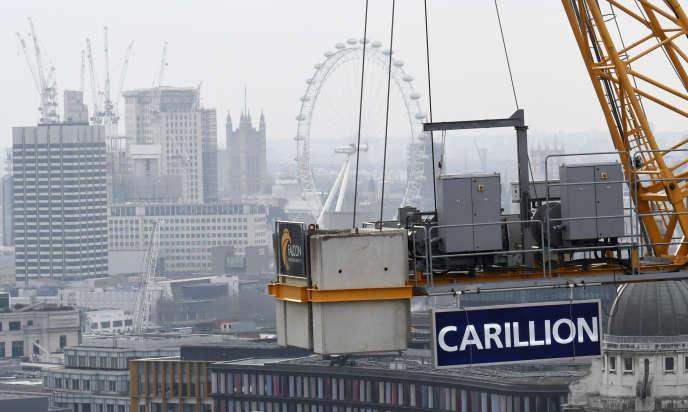 Une grue de construction du groupe Carillion sur un chantier du centre de Londres, en janvier.