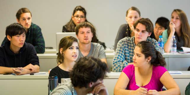 Des élèves de Grenoble Ecole de management, l'une des écoles qui recrute en admissions parallèles via le concours Passerelle.