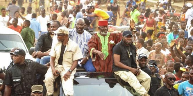 Au Liberia, en octobre 2017, l'ex-seigneur de la guerre Prince Johnson (à droite) a soutenu le futur vainqueur de la présidentielle, George Weah (à gauche).