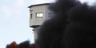 Des feux ont été allumés devant la prison de Vendin le Vieil, le mardi 16 janvier.