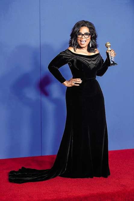 Sur la scène des Golden Globes, la star dénonce le harcèlement sexuel, le racisme et les discriminations sous toutes leurs formes. Certains y voient la naissance d'une future présidente. D'autres dénoncent l'hypocrisie de tenir un tel discours devant le Tout-Hollywood dans une robe à traîne sans prix. Aceux-là, Oprah pourra au moins opposer un argument : la robe qu'elle porte est équipée d'une traîne tribunal, bien plus modeste que les imposantes traînes chapelle ou cathédrale, et forcément plus appropriée pour parler de justice sociale. Toc !