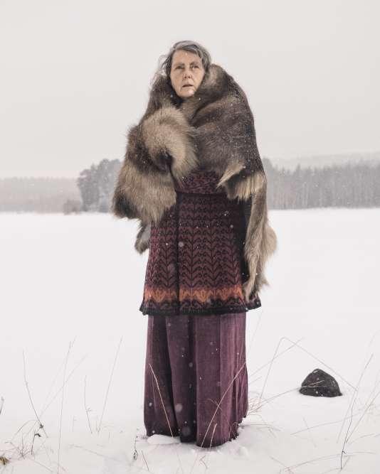 Sissel Borg a longtemps vécu dans l'une des plus anciennes fermes dela Forêt des Finlandais, où elle initiait les voyageurs au chamanisme. Elle fabrique aujourd'huides objetsartisanaux qu'ellevend surles marchés(Vermundsjøen, ÅsnesFinnskog, 2016).