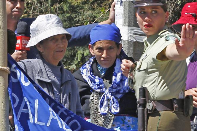 Les groupes mapuches qui commettent des actions violentes dans le cadre de leur lutte pour récupérer leurs terres sont visés par une dure loi antiterroriste.