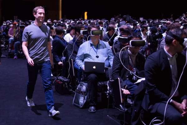 La photo publiée par Mark Zuckerberg après son allocution à la conférence de Samsung au Mobile World Congress de Barcelone, le 21 février 2016.