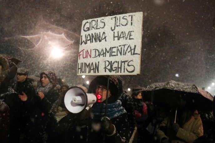 Manifestation à Varsovie contre une tentative des ultraconservateurs de limiter encore le droit à l'IVG, le 17 janvier.
