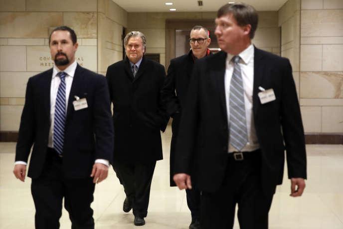 Steve Bannon à la sortie de son audition par la Commission du renseignement de la Chambre des représentants mardi 16 janvier.