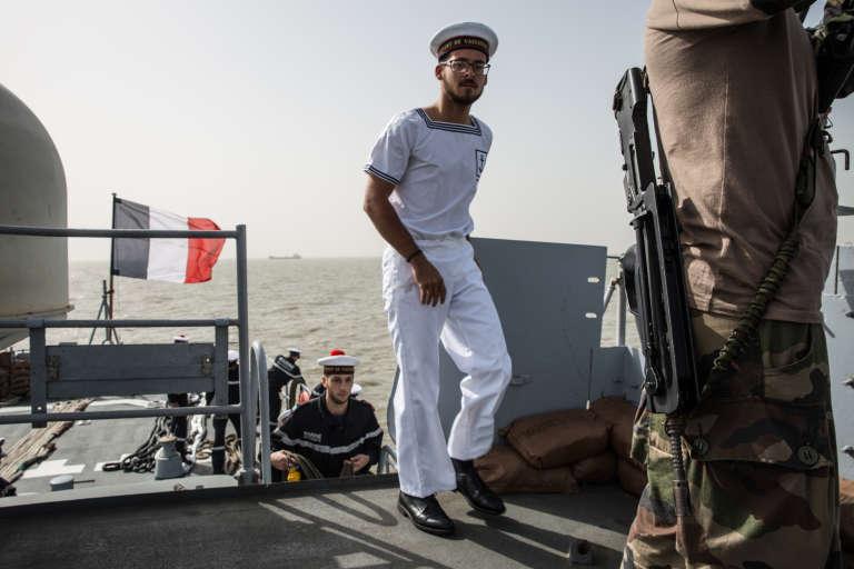 Sur le pont du Lavallée, patrouilleur de haute mer de la marine française, au large du Sénégal, le 8décembre 2017.