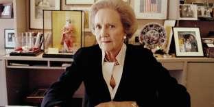 Katharine Graham se révèle une patronne de presse hors pair et une femme d'affaires inspirée (ici dans son bureau du «Post» en 2000).