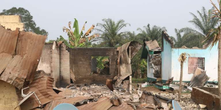 Le village de Kembong, au Cameroun, a été incendié par l'armée en décembre 2017, selon les habitants.